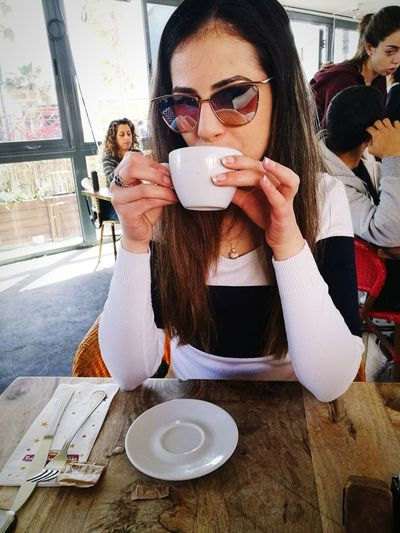 Friendship Young Women Women Togetherness Portrait Cafe Sunglasses Coffee - Drink Drink