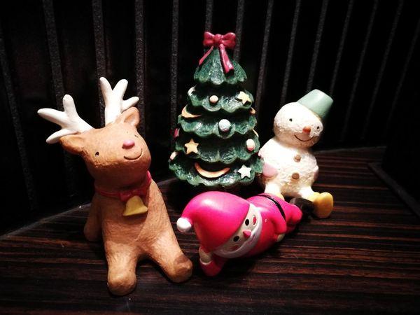 人形 クリスマス サンタクロース クリスマスツリー トナカイ Easter Christmas Christmas Ornament Black Background Multi Colored Celebration Holiday - Event Reindeer Tree