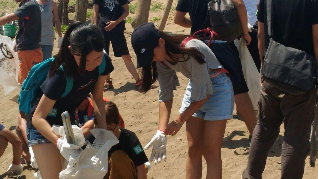 今天我們來到沙珠灣來淨灘!!Clean Beach Working Under The Sun Exciting Love Earth Happy Freinds