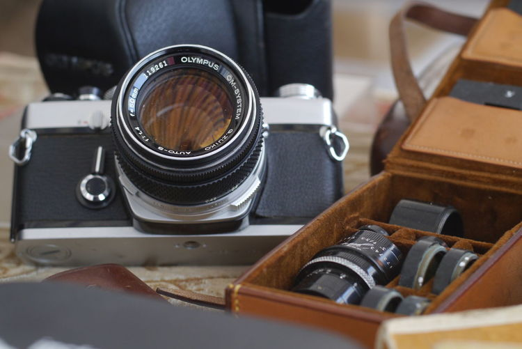 Arts Culture And Entertainment Old History Retro Styled Photography Themes Camera - Photographic Equipment Technology Close-up No People Indoors  Still Life Antique Nostalgia Photographic Equipment Selective Focus Table Lens - Optical Instrument The Past Focus On Foreground Digital Camera