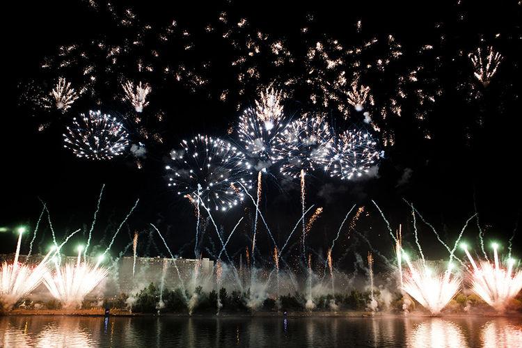 Arts Culture And Entertainment Celebration Event Firework Firework Display Night залп над рекой фейерверк фейерверк✨🌟✨ фестиваль фестиваль фейерверков