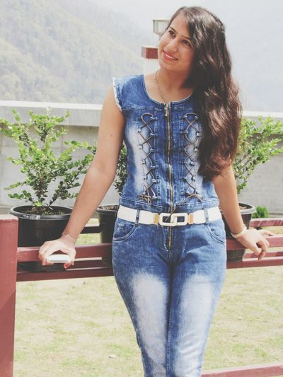 My Fashion girl 👧... ImPrashant Imphoto.imp ImPHOTO Imphotographer Imphotography Fashion Photography Impictures Dungarees Leaves🌿 Jumpsuit Mountain Range Himalayan Range Fashion Stories Young Women Smiling Happiness Beautiful Woman Beauty Beautiful People Long Hair Front View Summer Portrait Denim Jacket Denim Jeans Hot Pants Cool The Portraitist - 2018 EyeEm Awards The Fashion Photographer - 2018 EyeEm Awards The Still Life Photographer - 2018 EyeEm Awards The Traveler - 2018 EyeEm Awards Urban Fashion Jungle This Is Natural Beauty