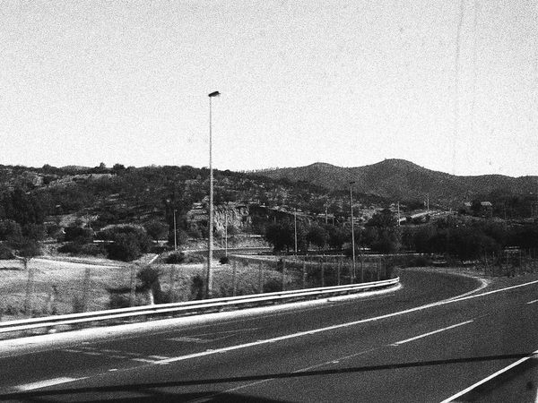 camino esperando Barroco Austral Blackandwhite Photography Clear Sky Country Road Grainy Images Landscape Mountain Mountain Range Nature Road Road Marking Sky Street The Way Forward Tranquil Scene Tranquility Transportation Tree