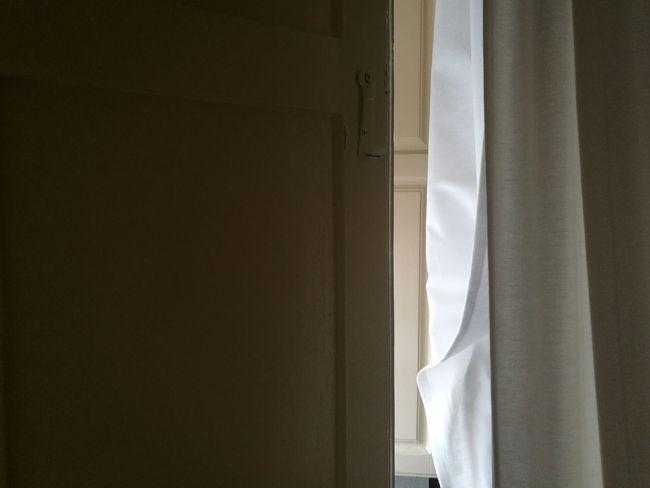 El juego es simple, sólo deja entrar la luz. Suena 🎧🎶 Shinova Volver. youtu.be/71WngGw4OdU Ventana Window Tesis99 Microhistoriastesis99 Microhistorias Myhome Home Home Interior HuaweiP9 Light