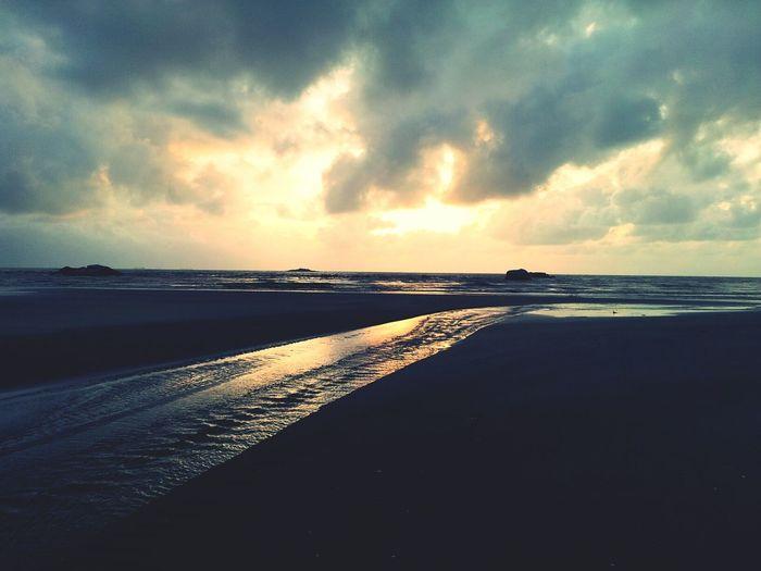 Throwback Pantaibalok 6.45am .terbit nya fajar di hari jumaat dari pandangan pantai. indah sungguh ciptaan tuhan.