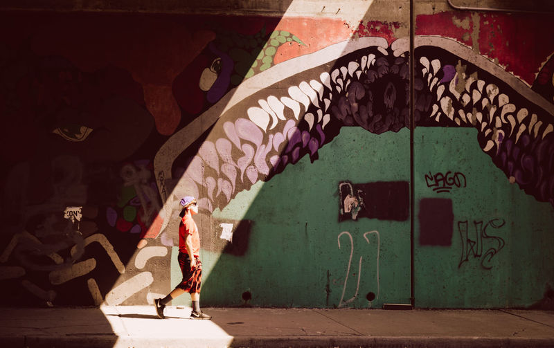 Writing On The Walls Kansas City Strideby Vscofilm Darkness And Light Walk This Way The Street Photographer - 2015 EyeEm Awards Creative Light And Shadow Here Belongs To Me Battle Of The Cities Light And Reflection. Embrace Urban Life The City Light The Graphic City