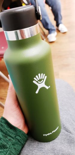 Hydro Flask Water Bottle Close-up Green Color Calm Ice Cube