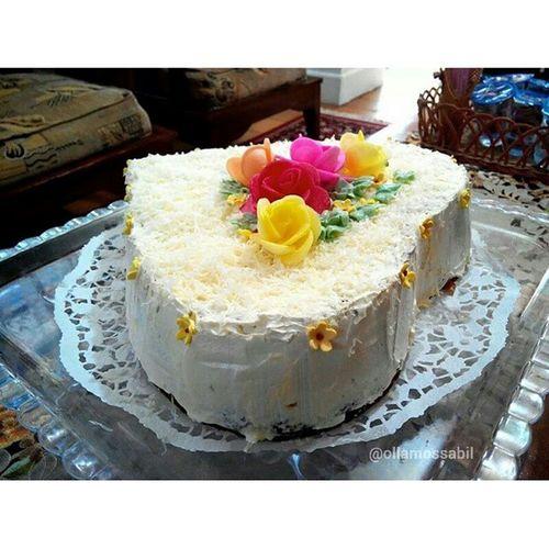 Makasih banyak Mama Camer yang sudah baik banget bikinin kue ini untuk Olla ❤ Baik sekali Ma ~ ❤ … Rasanya enak banget, full cream and Keju *gagaldietsehari … pokoknya aroma nya pun menggoda, rasanya juga enak pake banget ?❤ … Open Order juga lho untuk yang mau pesan khusus area Palangkaraya ya ~ langsung pm me aja atau add line ⇨ ollabutterfly … Murah, Enak dan sesuai keinginan yang pastinya … *promosi … Kue Cake Kueulangtahun Birthdaycake birthdayparty camer calonmertua bestmom nicepeople love ollamossabil reviewbyolla ollacake butterfly ollabutterfly line Palangkaraya Indonesia kueindonesia keju cream susu spongecake http://molo.me/ollamossabil