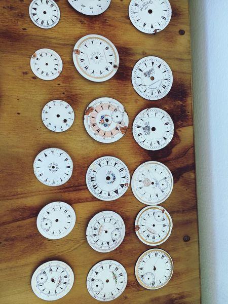 Porselen saat parçaları
