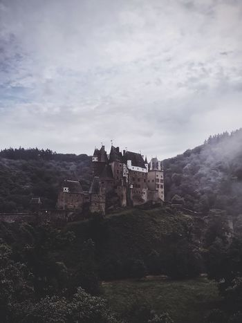 Winter is coming...🐺 // Eltz Castle Perspective No.1 Architecture EyeEm Masterclass Eye4photography  The EyeEm Facebook Cover Challenge EyeEm Gallery Castle Fairytales & Dreams Architecture_collection Architecturelovers The Essence Of Summer Travel Photography The Great Outdoors - 2016 EyeEm Awards Landscape_photography Amazing Architecture