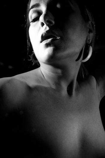 Beautiful Woman Beauty Black And White Portrait Blackandwhite Dark Ecstasy High Contrast Human Lips Lifestyles Nude Port Portrait Strobist Studio Shot Toplesswoman Young Adult Young Women