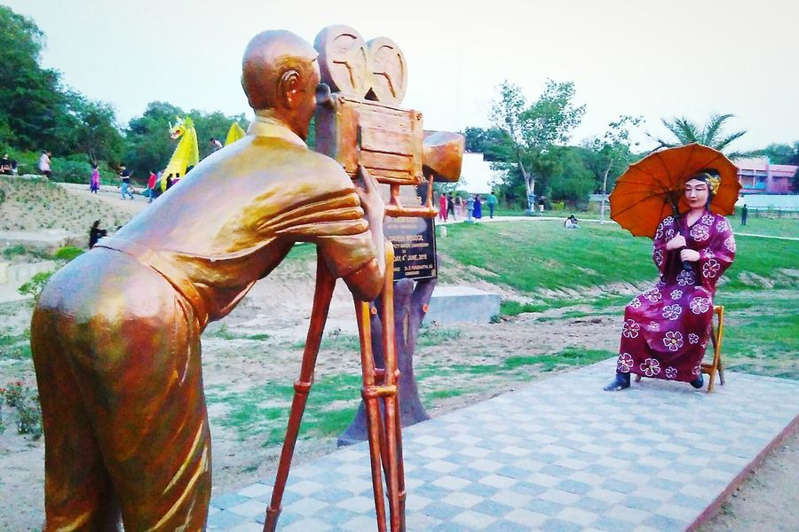 Taking Photos Check This Out Hanging Out Enjoying Life Hello World Video Shoot Video CameraMan Hidden Gems  Statue