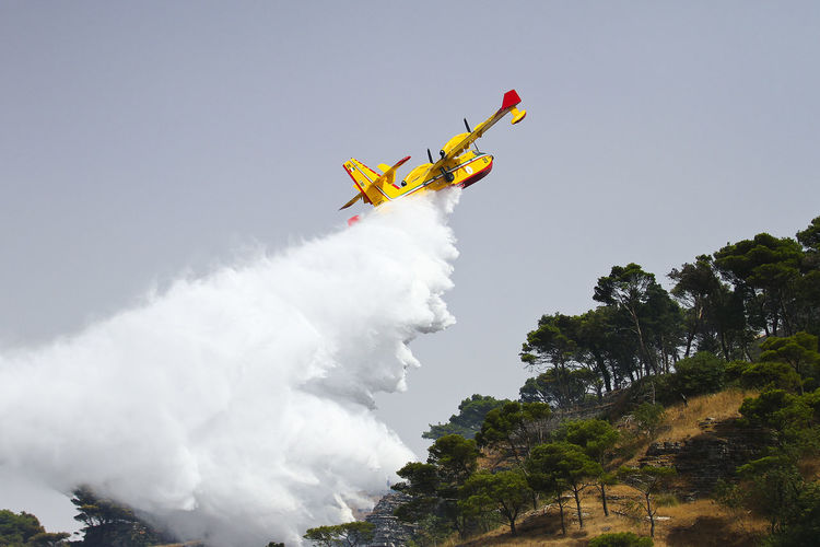 Aeronautica Airshow Canadair CL-415 Protezione Civile Viking Air 415 Canadair Fire Fire Fighter Fire Fighters Flying Low Angle View Mid-air Motion Mountain Nature Outdoors RISK Speed Stunt Stunts Vapor Trail Water