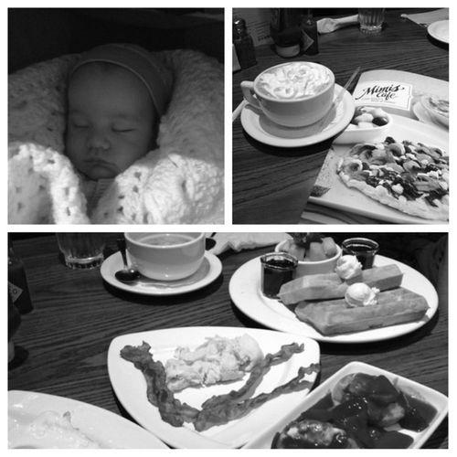 Breakfast with my Mami!! Breakfast Mimiscafe SoDelicious Lovemesomewaffles lovehotchocolate greatwaytobeginmymorning lovemymom shestheebest