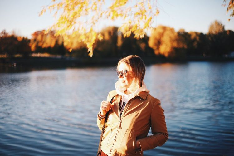Autumn portrait Woman Woman Power Lake View Lakeside Autumn Collection Autumn🍁🍁🍁 Lake Fall Fall_collection Real People Water Lifestyles Leisure Activity Lake One Person Waist Up Casual Clothing Young Adult Sunlight Outdoors Looking Away Nature