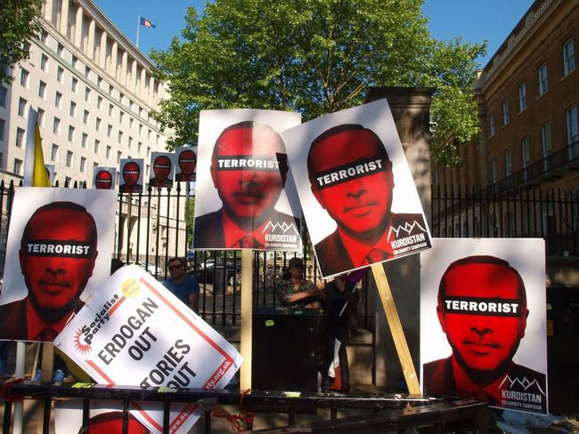 Erdogan protest. Whitehall. London 15/05/2018 Turkish president Erdigan visiting london, protest outside of Downing Street. London Erdogan Turkish Protest Stevesevilempire Protest Turkey Protesters Zuiko Whitehall London News Steve Merrick Erdogan Protest Olympus London Built Structure Building Exterior Architecture Communication Text City Western Script