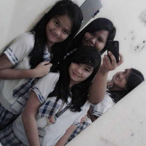 I love this girls <3 Vea @hanna13isabel Sena Nofilter SchoolMirror SchoolUniform TakasCellphone XD