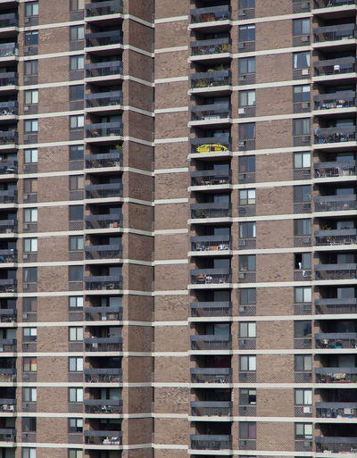 Apartment building in New York City Apartment Buildings Apartments Architecture Balcony Building Exterior Built Structure City Full Frame Residential Building Skyscraper Tristesse