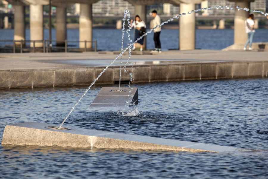 Bridge Casual Clothing City City Life Day Enjoyment Focus On Foreground Fountains Hangang Park Leisure Activity Lifestyles Outdoors People Rippled Selective Focus Vacations Water Water Drops