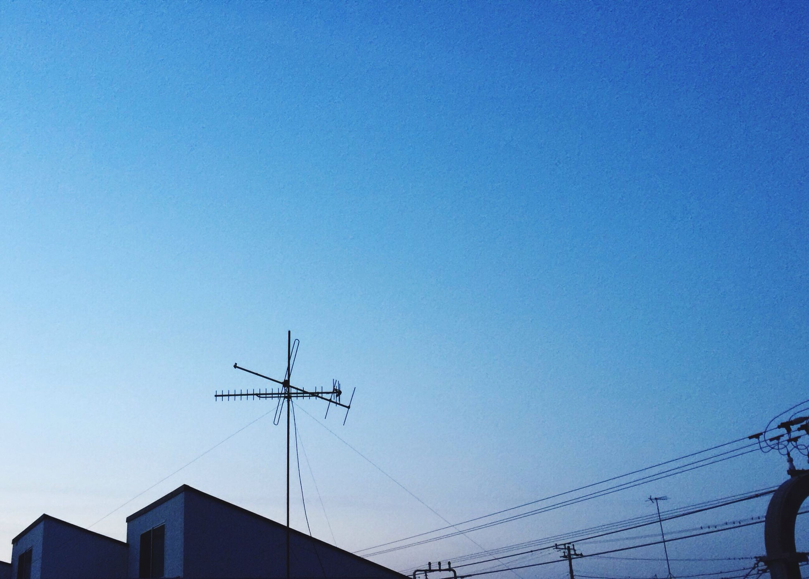 clear sky, low angle view, copy space, blue, power line, connection, electricity pylon, cable, built structure, power supply, electricity, architecture, building exterior, silhouette, high section, technology, fuel and power generation, power cable, outdoors, no people