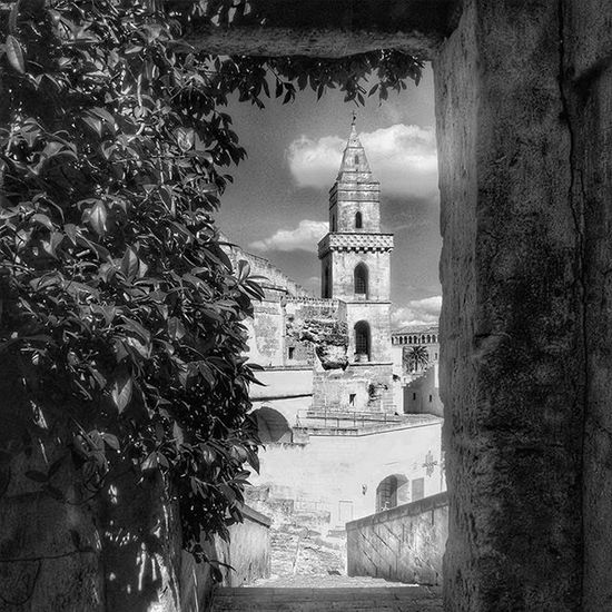 Paths of architecture : from San Lorenzo in Padula to Matera, capital of culture 2019. 7/9 Igers4leicabuildings Igers4leica Igersitalia Igersbasilicata Igersmatera Landscape Paesaggioitaliano Landscape_lovers Dafareamatera Dafareinbasilicata Paesaggidellanima Paesaggio Paesaggi_italiani Architecture Story Architecturelovers Blackandwhite Instagram Photooftheday Igersgallery Igersoftheday Igers