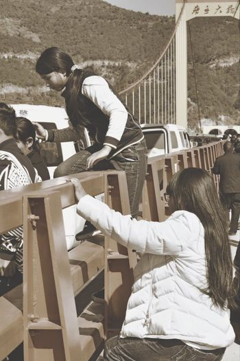Railing Playing People Outdoors Adult Day Adults Only 普立大桥