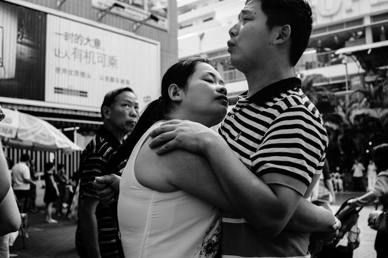 A hug, please ? Blackandwhite People Photography Monochrome B&w Streetphotography Candid Singapore