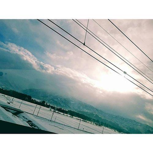 ∴浦佐は真っ白 撮ってる自分写ってる、、笑 浦佐 新幹線 真っ白 雪 山 空