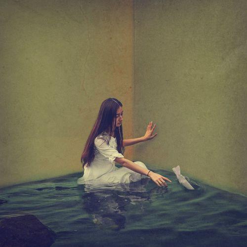 等待你的思念 Surrealism Photography Water Room Portrait Indoor Fine Art BoShiuan Keelung Taiwan