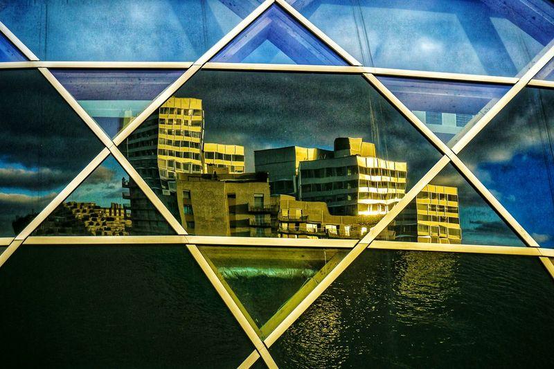 Réflection sur la Scène musicale. L'île Sequin. Reflection Shadows & Lights Architecture City Cityscape Skyscraper Modern Sky Architecture Building Exterior Built Structure Triangle Shape Urban Skyline