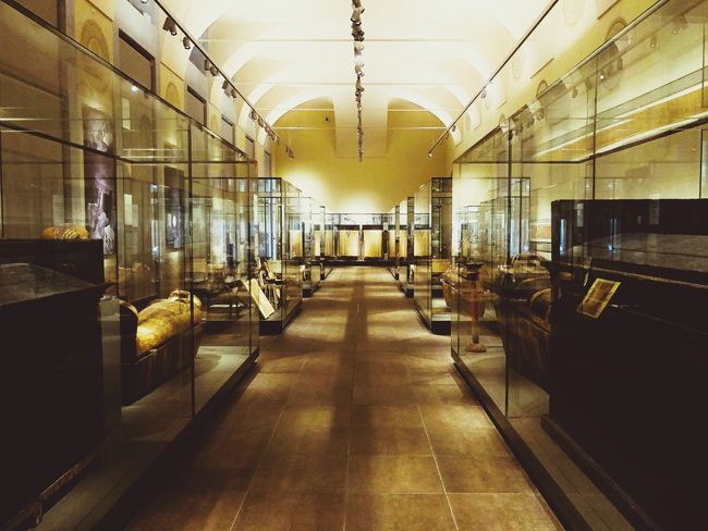 Egyptian Museum of Turin Egyptian Architect Egyptian Tomb Egyptian Mummy Egyptian Museum Archıtect Merit Kha Egyptian Egypt Alone Sarcophagus Showcases Photography Empty Indoors  Illuminated No People Built Structure Architecture Day