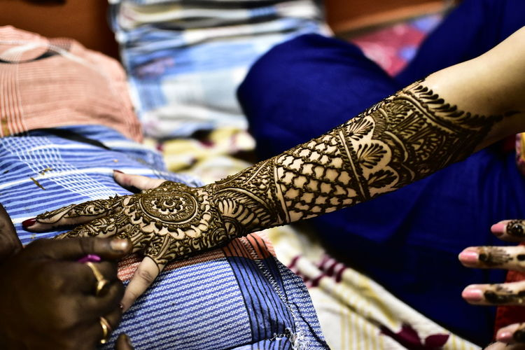 Ceremony Cultures Holding Human Body Part Human Hand Indoors  Real People Skill  Tradition Women The Photojournalist - 2017 EyeEm Awards Live For The Story Out Of The Box Mehendi The Week On EyeEm Be. Ready.