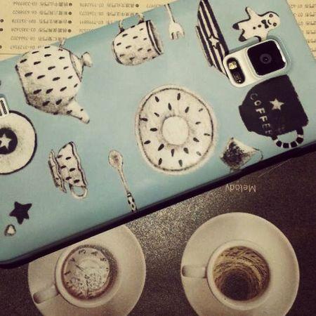 好久沒夜唱,整個不想回家@@ 手機新殼♥好融入餐盤背景中...... Note4 Phonecase Babyblue VSCO vscocam coffee tea