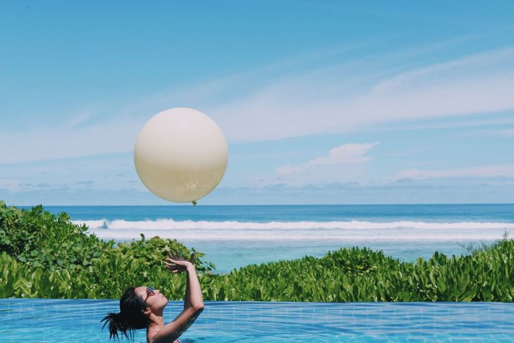 Untold Stories Myshangrila View Nice Atmosphere Pool Relaxing Maldives Baloon Ocean Capture The Moment