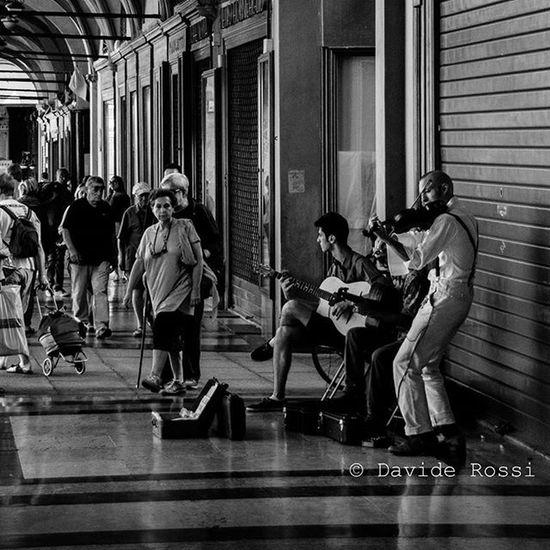 Street music @ Bologna 2014 Streetphotography Street Music Jazz Fotografi_italiani Fotografia Street Streetphotography Blackandwhite Photographicnotes People