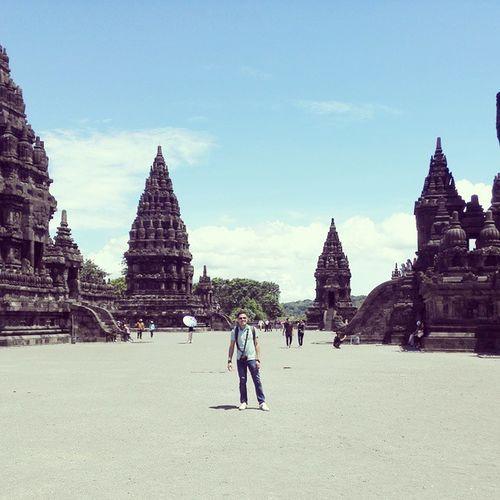 panas terik pun gagah....hahaha...Yogyakarta Travelfuntime Prambanan 2015