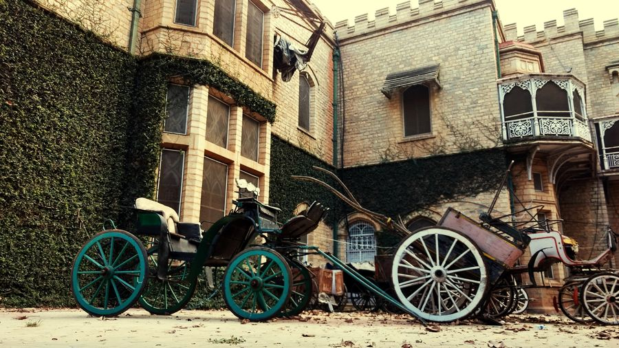 Architecture Chariot Chariot Wheel Chariots Horse Carriages Horse Carriage Vintage Vintage Vehicles Vintage House Vintage Building Time Passes By Time Travel The Great Outdoors - 2016 EyeEm Awards Old Buildings Old Architecture History Historic History Through The Lens  History Of India Classic Elegance Classic Beauty
