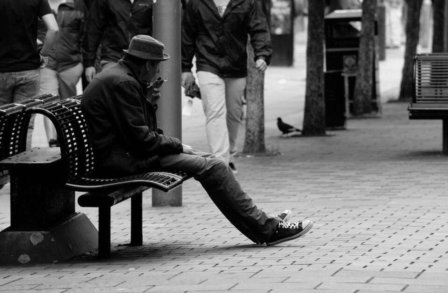 A Glasgow Moment.... Precious Moments Of Life Scotland 💕 Scotland Smoker Smoking Streetphotography Streetphoto_bw Urban Moment Of Silence Moment