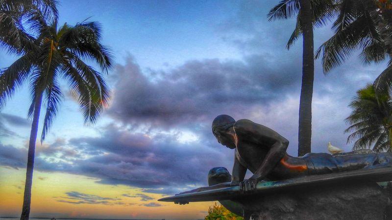 Honolulu, Hawaii Eddie Aikau Surf Sunrise Gradation EyeEm Nature Lover Sky Statue Landscape_Collection EyeEm Best Shots Eye4photography  Sea And Sky Eyeemphotography CaptureTheMoment Eyem Gallery Colors Taking Photographs EyeEm Gallery Relaxing Summer Town Beach Hdr_Collection Aloha Earth_Collections