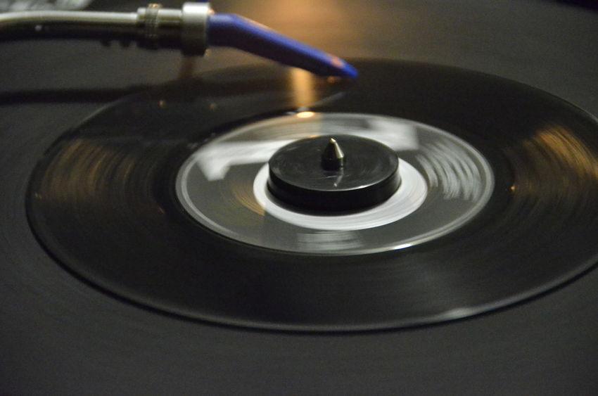 45 Dee Jay Disk Indoors  Mixer Selective Focus Vinile Vinyl Vinyl Records