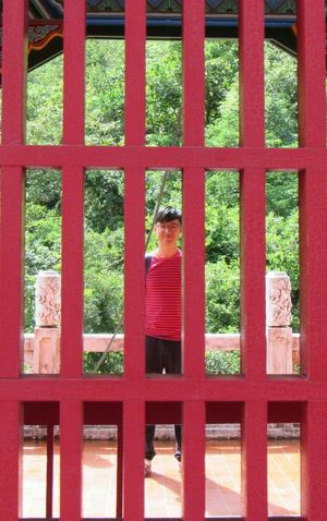 Seeing red Red Day Outdoors Architecture One Person Only Men People The Week On EyeEm EyeEmNewHere Travel Photography Eyeemtaiwan Real People Perspective Red Color