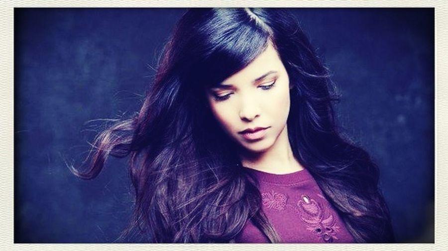 Indila tourner dans le vide i love Music <3 La Chanteuse