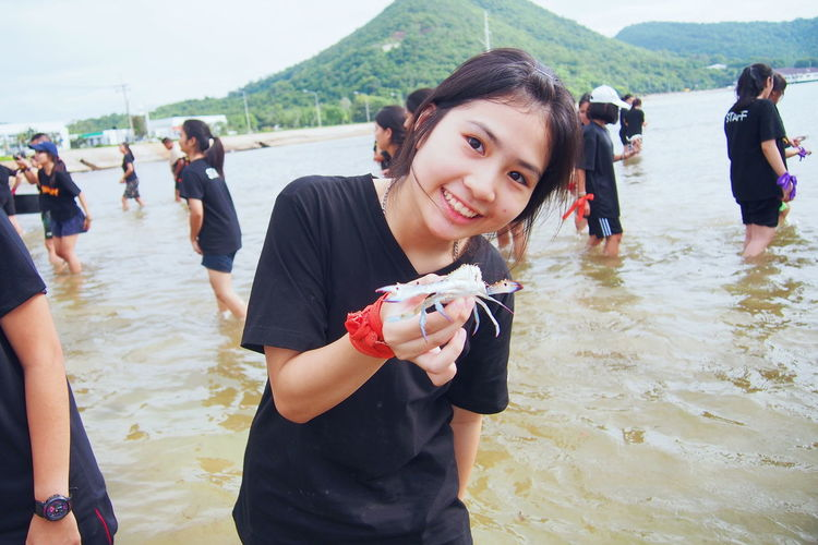 Release the crab. 🦀 Water Women Fun Day Outdoors Smiling Young Women Only Women Sea Real People Party - Social Event Crab Crab On The Beach Sea And Sky Happiness People Togetherness