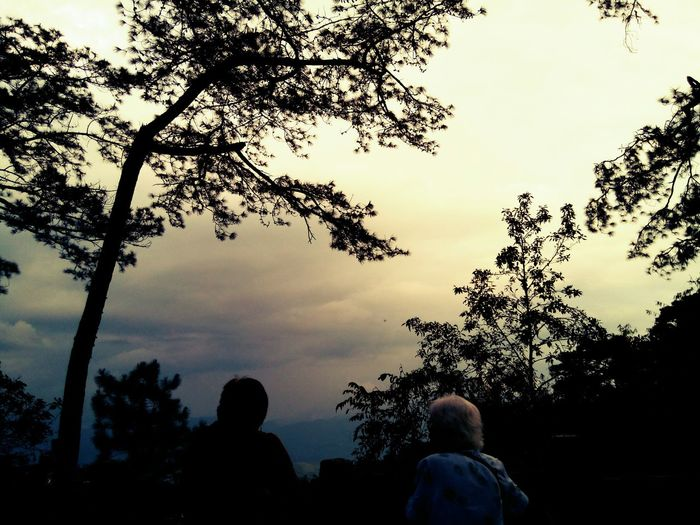 Photos That Will Restore Your Faith In Humanity Saw this two Old Ladies enjoying the View, Sunset or both.. Minesviewpark Baguio City Nature_collection Sun_collection... An older mom with her youger, but also old daughter...