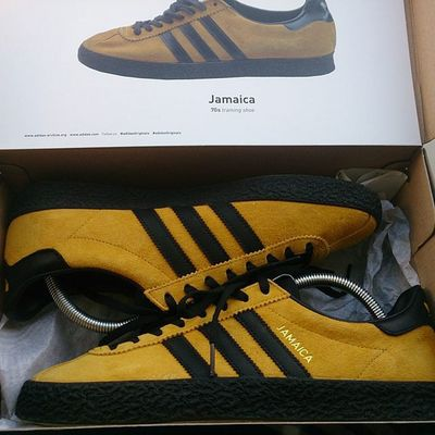 Goodluck to all who are going for these tonight, they are worth to stay up late👌Adidas Adidasjamaica Adidasislandseries2015 Loveyellowblack Ramon085 Trefoilonmyfeet Thebrandwiththethreestripes 3Stripes Thebluebox