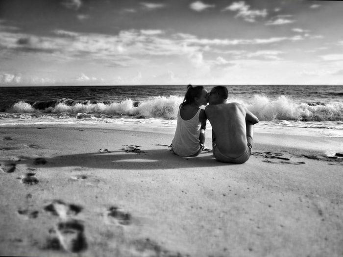 Love Kiss Couple Young Couple Young Couple In Love Vrachos Vrachos Beach Loutsa Loutsa Beach Blackandwhite Black And White Sea Seaside Landscape Waves Sand Sandbeach Greece Posing