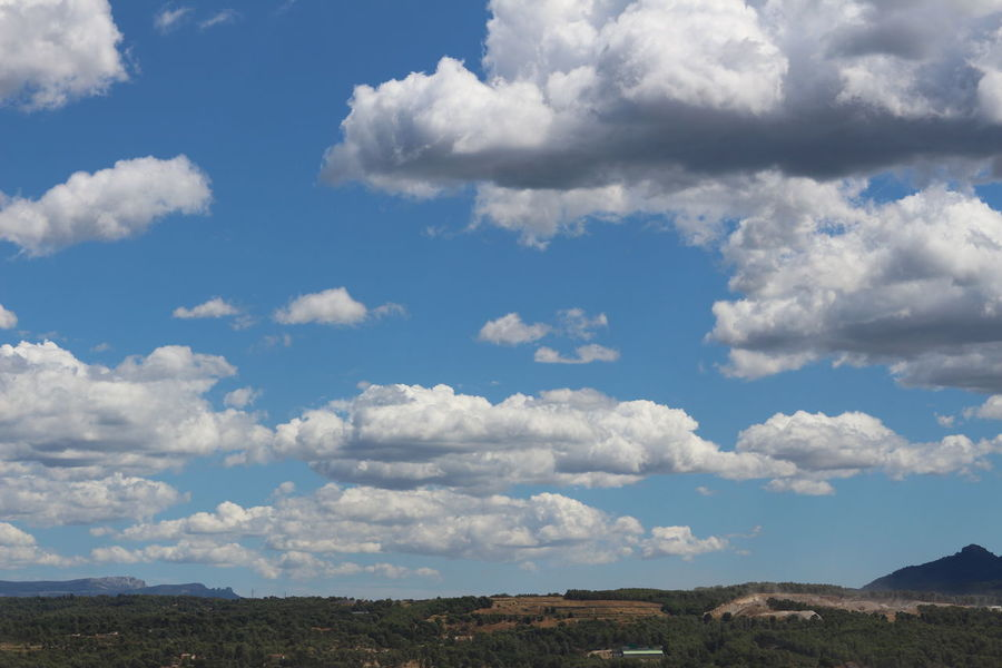 Nuage☁️ Nuages Et Ciel Beauty In Nature Ciel Mountain Montagne Sainte Victoire Nature Ciel Et Nuages Cloud - Sky Sky Beauty In Nature