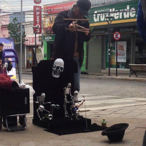 "mira como baila el esqueleto ..."""""""""