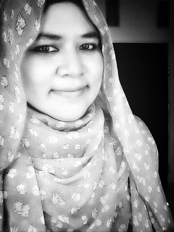 That's Me Fortheloveofblackandwhite A Little Smile Indonesian Hijabers