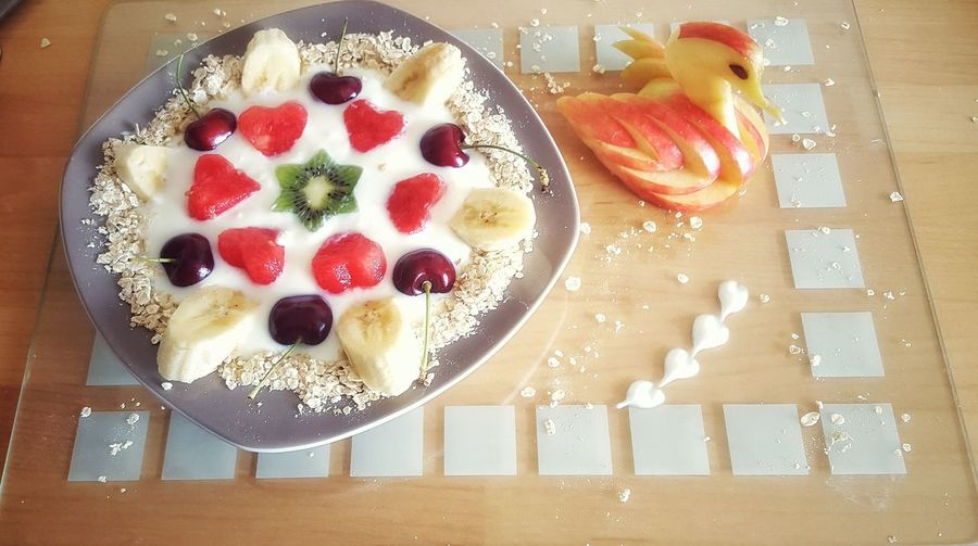 Lovely Breakfast www.blindme.weebly.com instagram : realmanuelhoffmann Healthy Eating Breakfast Swan Apple Apple Swans Jogurt Cherry Fruit Fruitporn Yummy♡ Enjoying Life Healthy Lifestyle Glass Glass Surfaces Watermelon🍉 Oats Oatmeal Food Flat Lays Food Foodphotography Decoration
